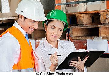 ellenőrök, munka at, raktárépület