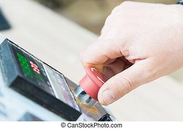 ellenőrzés, közelkép, szükséghelyzet, panel., elkezd gombolódik, abbahagy, kéz, felszerelés, termelés, bábu, vagy, piros