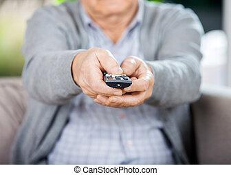 ellenőrzés, távoli, tv, midsection, birtok, senior bábu