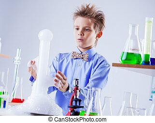 ellenhatás, kísérlet, kíváncsi, iskolásfiú, őrzés