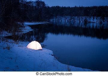 elszállásolás, extrém, elhelyezés, alatt, a, tél, éjszaka