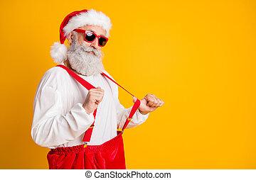 elszigetelt, magabiztos, klaus, nadrágtartó, félreáll autó, szín, modern, friss, idő, ragyog, karácsony, szent, fél, piros, csípőre szabott, portré, ünnepel, háttér
