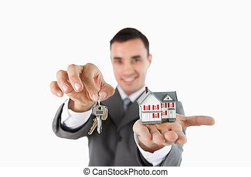 elzáródik, közül, kulcsok, és, kisméretű, épület, lény,...