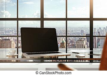 em branco, laptop, ligado, um, tabela vidro, em, um, modernos, escritório, e, cidade, vistas, de, windows