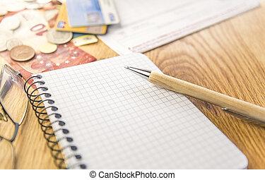 em branco, notepad, com, caneta, elementos financeiros