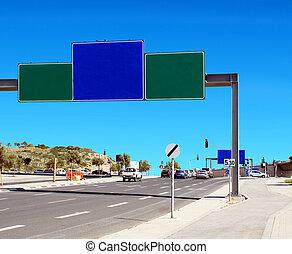 em branco, roadsign, perto, a, rodovia