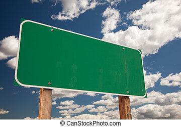 em branco, verde, sinal estrada, sobre, nuvens