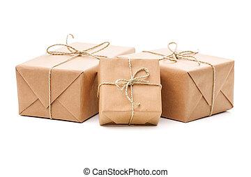 emballé, colis papier bruns
