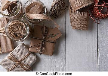 emballé, papier ordinaire, présents noël