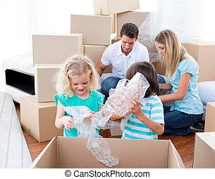 emballage, animé, boîtes, famille