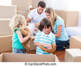 emballage, boîtes, famille, caucasien