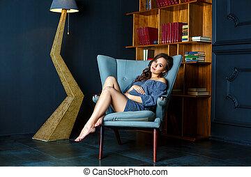 embarazada, mujer joven, sentado