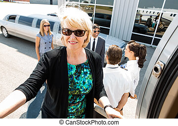 embarquement, confiant, jet privé, femme affaires