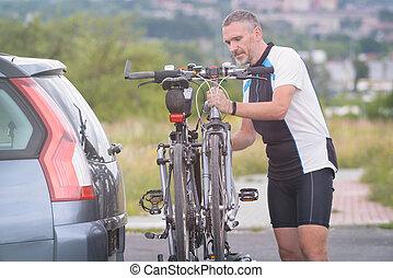 ember, berakodás, bicycles, képben látható, a, bicikli keret