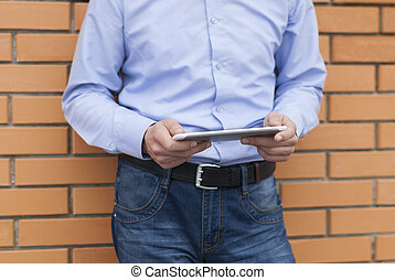 ember, closeup, hands., tabletta, digitális