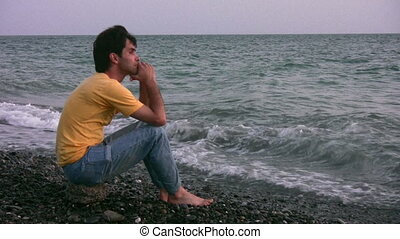ember, képben látható, este, tengerpart