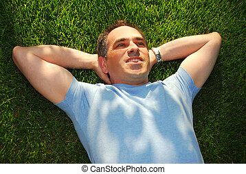 ember, képben látható, fű