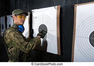 ember, noha, céltábla, alatt, lövés, lőtávolság