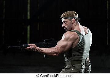 ember, rajz, géppuska, alatt, önvédelem