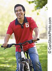 ember, szabadban, képben látható, bicikli, mosolygós