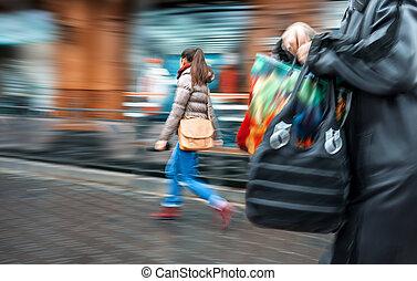 emberek, -ban, csúcsforgalom, gyalogló, alatt, a, utca