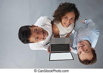 emberek, fiatal, befolyás, laptop