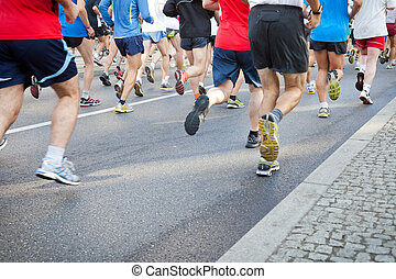 emberek, futás, alatt, város, maratoni futás, képben látható, utca