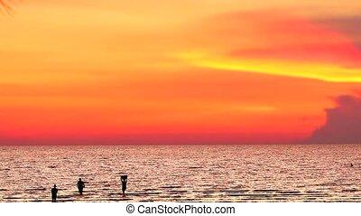 emberek, jön, ég, árnykép, napnyugta, talál, tenger...