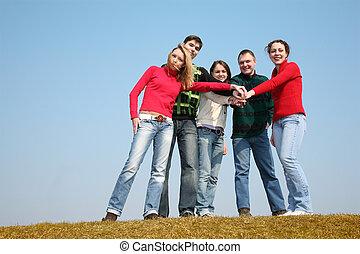emberek, képben látható, fű