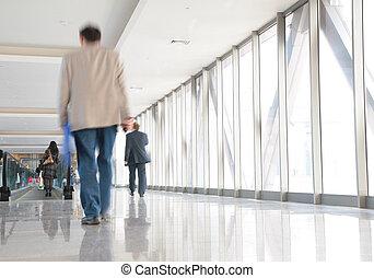 emberek, képben látható, gyaloghíd