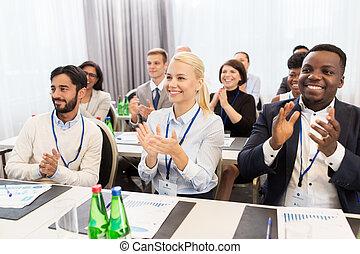 emberek, tapsol, -ban, ügy konferencia