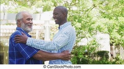 embrasser, père, africaine, fils, adulte, américain