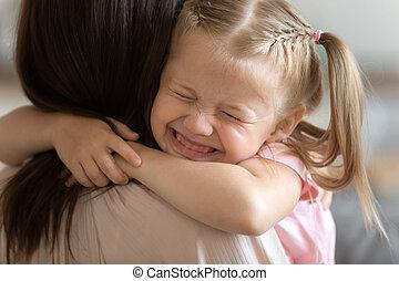 embrasser, peu, maman, adoptif, rigolote, parent, soin, sourire, mignon, girl