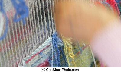 embroidery., marteau, broderie, fait main, quors, mains, moquette, femmes, créer, vue, multi-coloré, utilisation, fin, rembourrage, modèle, haut, threads.