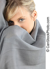 embrulhado, cobertor, mulher, cima