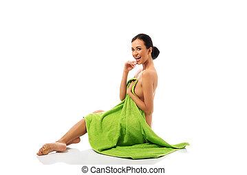 embrulhado, mulher, toalha, rir, sentando