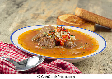 embutido, arroz, sopa de tomate