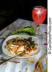 embutido, penne, italiano, broccolini