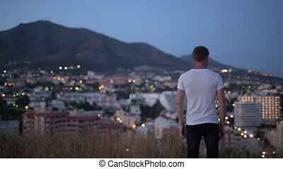 emelt, természetjáró, tető, fegyver, fiatal, hegy, éjszaka, ember, hátsó kilátás
