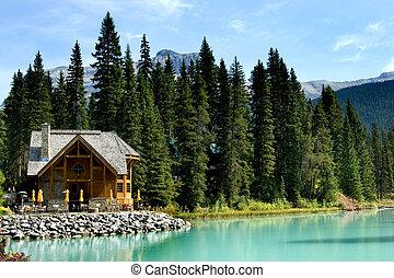 Emerald lake - Wooden retreat on Emerald lake, Yoho national...
