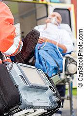 emergencia, desfibrilador, ambulancia paciente