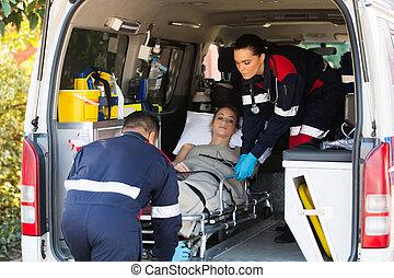 emergencia, personal médico, paciente transportando
