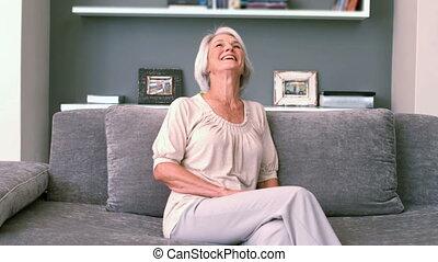 emerytowany, kobieta, śmiech, na leżance