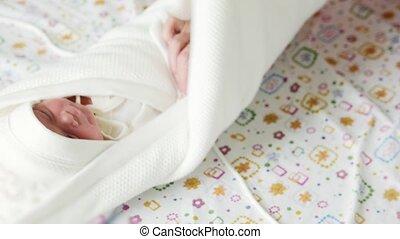emmailloter, hôpital, -, nouveau né, maternité, mère, bébé