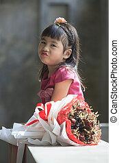emoção, secos, buquet, rosto, ao lado, asiático, sorrindo, flores, felicidade, criança