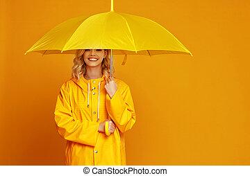 emocional, ng, niña, plano de fondo, reír, feliz, amarillo, coloreado, paraguas