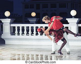 emparéjese bailando
