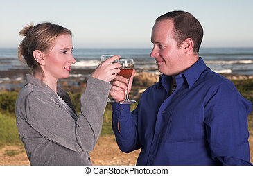 emparéjese bebiendo vino