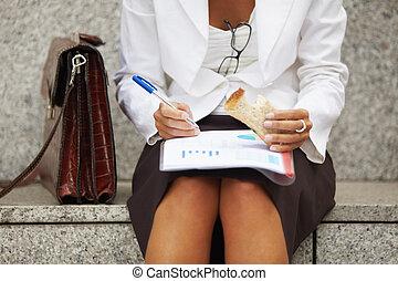 emparedado, mujer de negocios, comida