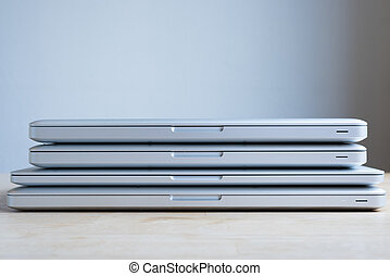 empilhado, laptops
